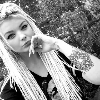 Daria is Angel Art's Senior Piercer and Henna Artist